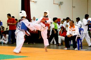 Syafiq (red vest): trying his best to win